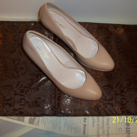 NINE WEST Shoes - NINE WEST BEIGE PLATFORM HEELS SHOES 8.5